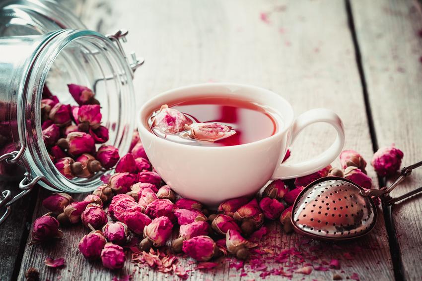 Trà hoa - một trong các loại Healthy Drink với mùi thơm nhẹ nhàng là lựa chọn yêu thích của phái đẹp