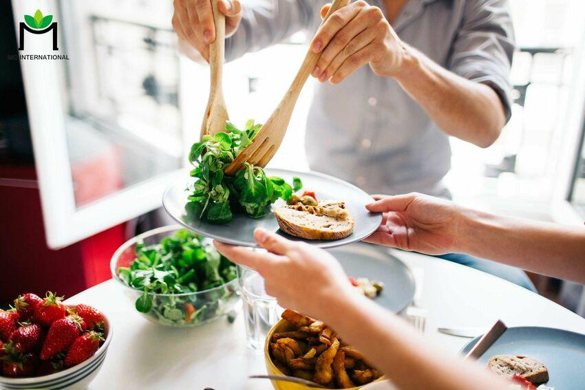 Các bữa ăn eat clean tập trung nhiều vào nguồn dinh dưỡng thực vật nhưng không bỏ qua nguyên liệu từ động vật được
