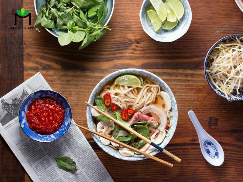 Tại Việt Nam, văn hoá ẩm thực đường phố chính là rào cản lớn nhất của các ông lớn thức ăn nhanh khi nhắc về bữa ăn sáng