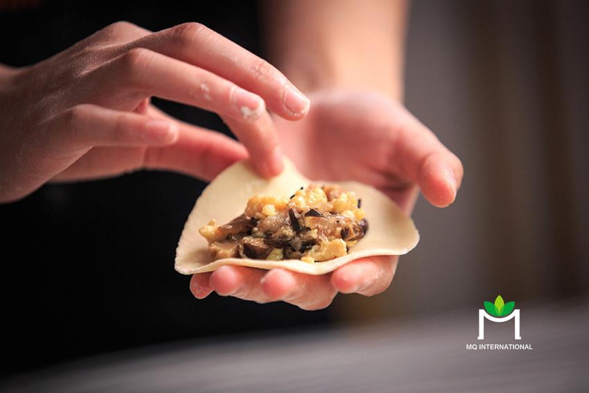 Bánh bao và sủi cảo hầu hết được làm từ thịt heo