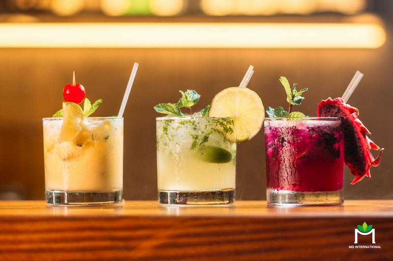 nguoi-tieu-dung-chon-cach-tu-pha-che-cocktail-tai-nha-thay-vi-den-bar-de-han-che-tiep-xuc-dong-nguoi