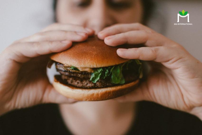 Burger là một trong những món ăn nhanh phổ biến gây ra bệnh béo phì
